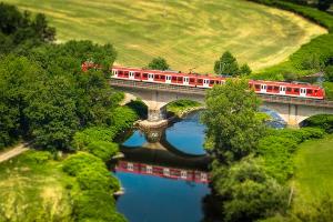 外国の電車,Thomas B.によるPixabay